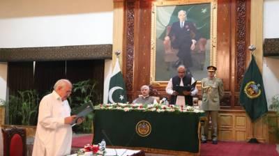 لیاقت خٹک نے صوبائی وزیر کا حلف اٹھا لیا، گورنر شاہ فرمان نے ان سے حلف لیا۔
