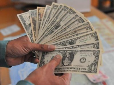 اپریل میں امریکی ڈالر کی قدر میں 61پیسے کا اضافہ ریکارڈ