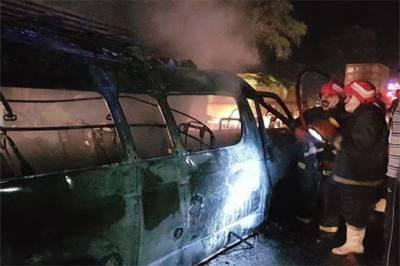 جہلم: وین میں آگ لگنے سے 8 مسافر جاں بحق، 7 زخمی