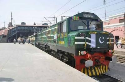 پاکستان ریلوے کو نئی 10نئی ٹرینوں سے چھ ماہ میں 9کروڑ70 لاکھ روپے کا منافع کمالیا
