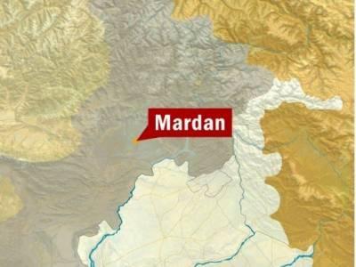 مردان:سکول وین کی کار سے ٹکر کے نتیجے میں 32 طالب علم زخمی