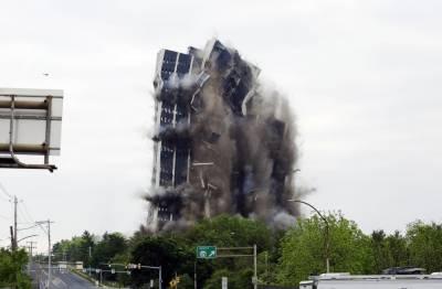 امریکا: چند سکینڈز میں 21 منزلہ 'مارٹن ٹاور' زمین بوس