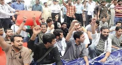 پشاور: ڈاکٹرز کا سرکاری اسپتالوں میں ہڑتال ختم کرنے کا اعلان