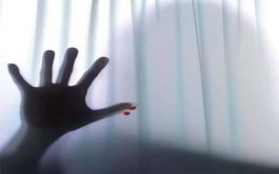 ملازمہ کے ساتھ زیادتی اور پھر تیزاب گردی کرنے والا سفاک پیر 2 سال بعد گرفتار