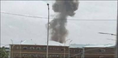کابل، طالبان کے زیر قبضہ امریکی گاڑی کو افغان فوج نے راکٹ حملے میں تباہ کردیا، 8 افراد ہلاک