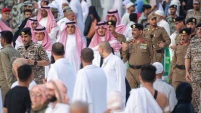 سعودی وزیر داخلہ کامسجد حرام کا دورہ، سیکیورٹی پر مامور حکام سے ملاقات