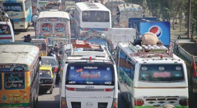 کراچی:سندھ حکومت کی مسافروں سے اضافی کرایہ لینے والے ٹرانسپورٹر کے خلاف کراچی ٹول پلازہ پر کارروائی