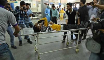 مقبوضہ کشمیر: قابض بھارتی فورسز کی مظاہرین پر اندھی فائرنگ، ایک شہید، 70 زخمی