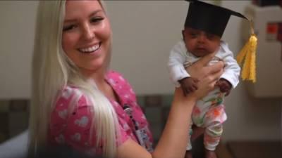 دنیا کا سب سے ننھا اور کم وزن بچہ بحفاظت گھر پہنچ گیا