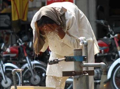 ملک بھر میں شدید گرمی کی لہر برقرار، لاہور میں ہیٹ ویو الرٹ جاری