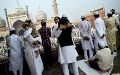 ملک بھرمیں آج عیدالفطر مذہبی جوش و جذبے کے ساتھ منائی جارہی ہے