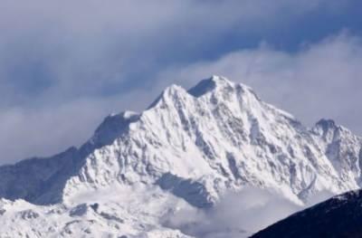 کوہ ہمالیہ پر برفانی تودے کی زد میں آکر ہلاک ہونے والے پانچ کوہ پیمائوں کی میتوں کی تلاش کا کام ہیلی کاپٹر میں تکنیکی مسائل کے باعث رو ک دیا گیا