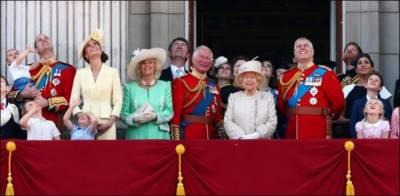 ملکہ برطانیہ الزبتھ دوئم نے زندگی کی 93 ویں بہاریں دیکھ لیں