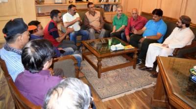 پنڈت کشمیری سماج کاناقابل تنسیخ حصہ،ان کی گھرواپسی پر سیاست سے گریز کیاجائے۔میرواعظ عمر فاروق