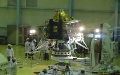 بھارت نے آئندہ ماہ چاند پر خلائی تحقیقاتی مشن بھیجنے کا اعلان کردیا۔