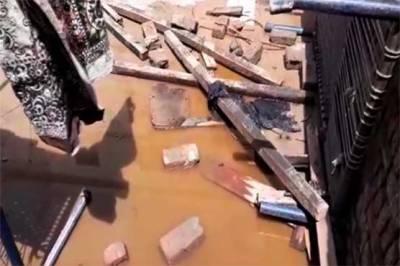 ملتان میں بارش سے چھتیں اور دیوار گرنے سے 4 بچے جاں بحق، 15 زخمی