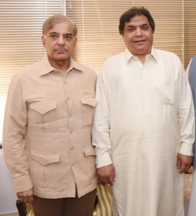 شہباز شریف کی حنیف عباسی سے ملاقات، مقامی لیڈرشپ کو خراج تحسین پیش کیا