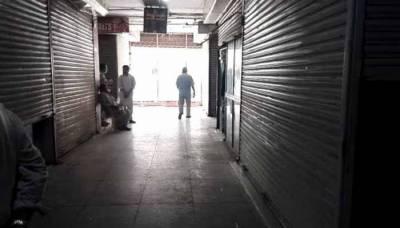 کراچی: تالا توڑ گروپ نے ملبوسات کی معروف مارکیٹ میں 13 دکانیں لوٹ لیں