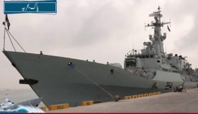 پاک بحریہ کے جہاز پی این ایس اصلت کاعمان کی بندرگاہ صلالہ کا دورہ