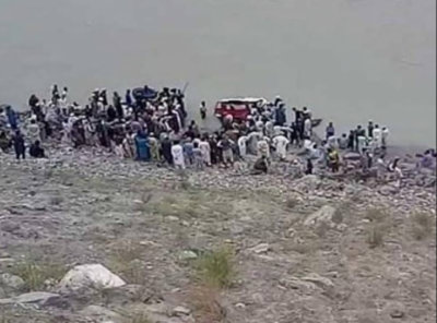 جیپ دریائے سندھ میں گرنے کے نتیجے میں آٹھ افراد جاں بحق