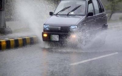 تیز ہوائیں اور موسلادھار بارش نے لاہور کے نشیبی علاقے کوپانی میں ڈوبودیا۔