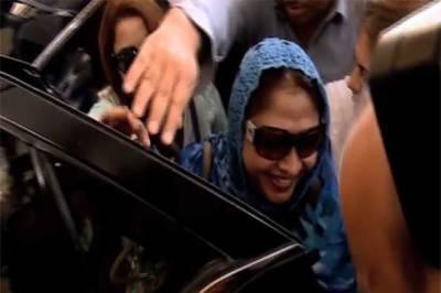 سندھ اسمبلی پہنچنے پر فریال تالپور کا والہانہ استقبال، پھولوں کی پتیاں نچھاور