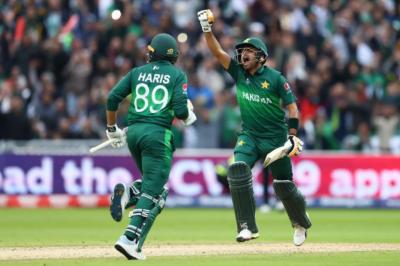 پاکستان نے ورلڈکپ میں اب تک ناقابل شکست نیوزی لینڈ کو ڈھیر کر دیا