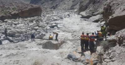 سیلاب سے متاثرہ علاقے گولن میں امدادی کارروائی جاریسیلاب سے متاثرہ علاقے گولن میں امدادی کارروائی جاری