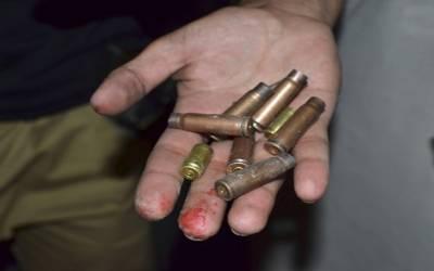 کراچی: فائرنگ سے 2 افراد زخمی، 4ڈکیت گھر کا صفایا کر گئے