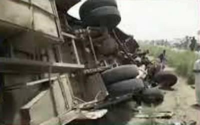 سانگھڑ:کھڈرو کے قریب بس اور رکشہ میں ٹکر،ایک ہی خاندان کے 8 افراد جاں بحق، 24 زخمی
