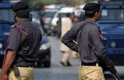 سندھ پولیس نے لاڑکانہ رینج کی حدود میں تلاشی کی ایک کارروائی کے دوران آٹھ مطلوب جرائم پیشہ عناصر کو گرفتار کرلیا