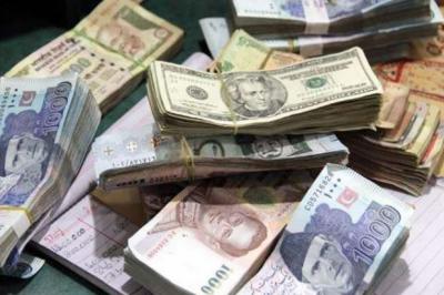 ڈالر کی پھر اونچی اڑان، انٹربینک میں مزید 64 پیسے مہنگا