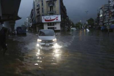 لاہور میں تیز بارشوں کا سلسلہ جاری,سڑکوں پر پانی جمع ,بجلی کا نظام درہم برہم