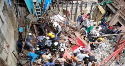 ممبئی میں پرانی عمارت منہدم، 10 افراد ہلاک، درجنوں پھنس گئے