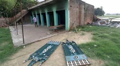 بھارت:فتح پور کے گائوں میں گئو کشی کے نام پر توڑ پھوڑ،مدرسہ نذرآتش