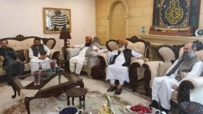 اپوزیشن لمبا سفر طے کرچکی، کیسے حکومت کی خواہش پوری کریں؟: مولانا فضل الرحمٰن