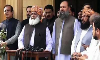 چیئرمین سینیٹ کیخلاف تحریک عدم اعتماد، حکومت فضل الرحمان کو منانے میں ناکام