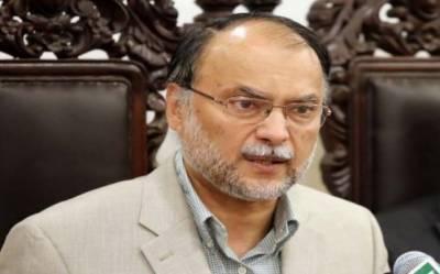 کابینہ کے 4 گھنٹے کے اجلاس میں 3 گھنٹے نواز شریف پر بات ہوتی ہے،حکومت جنوبی پنجاب صوبے کی تحریک لائے حمایت کریں گے:رہنما مسلم لیگ (ن)احسن اقبال