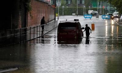 شدید بارشوں کے باعث مانچسٹر میں متعدد علاقے زیر آب،ٹریفک کا نظام درہم برہم