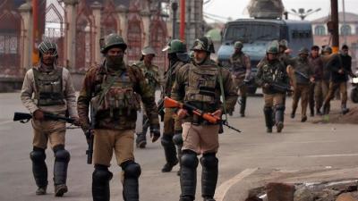 مقبوضہ کشمیر میں تاریخ کی سب سے بڑی گرفتاریاں ,زیرحراست رہنما نئی دہلی منتقل