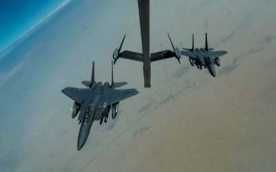 آبنائے ہرمز پر گشت کرنے والے امریکی لڑاکا طیارے کلسٹر بموں سے لیس