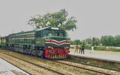 شورکوٹ ریلوے اسٹیشن پر اکبر ایکسپریس میں فنی خرابی