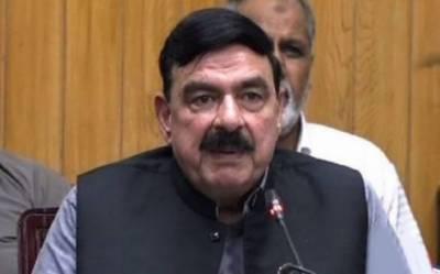 فواد چوہدری کو دوسری وزارتوں میں منہ مارنے کی عادت ہے: وزیر ریلوے شیخ رشید
