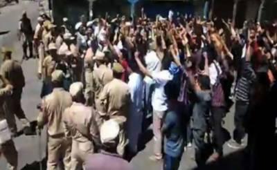 کشمیری کرفیو توڑ کر مساجد پہنچ گئے، نماز جمعہ کے بعد کارگل میں ہنگامے