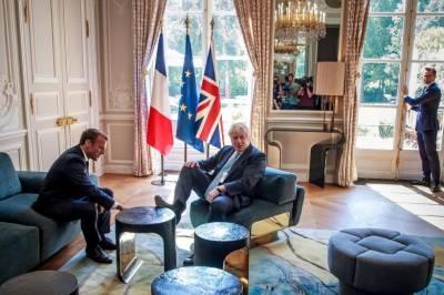 برطانوی وزیر اعظم بورس جانسن کا اِلیزے پیلس میں براجمان ہونے کا انوکھا انداز