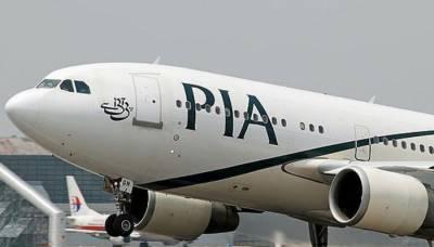 پی آئی اے کی پرواز پی کے 758 سے پرندہ لینڈنگ کے دوران ٹکرایا۔