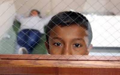امریکامیں کم عمر تارکین وطن کو غیر معینہ مدت کے لیے حراست میں رکھنے کی شدید مخالفت