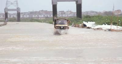 کراچی میں کورنگی کاز وے پھر زیرآب، ٹریفک کی آمدورفت معطل