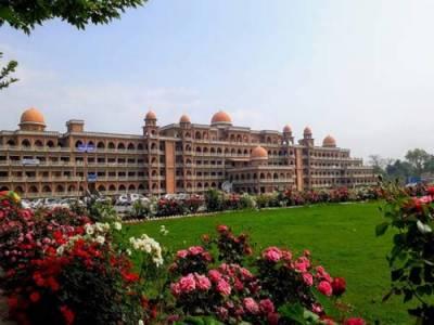 پشاور یونیورسٹی میں ایک سالہ کنٹریکٹ پر 17 لیکچررز کی بھرتی