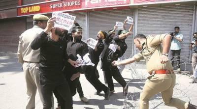 بھارتی افواج نے کشمیری عزا داروں کو محرم الحرام کا جلوس نکالنے سے روک دیا